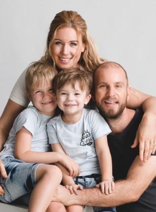 Jenny & Family Portrait by Glance Photography Studio